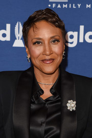 Robin Roberts sported a short, tousled hairstyle at the 2018 GLAAD Media Awards.