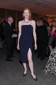 Karen Elson teamed her navy blue dress with black cutout mary jane pumps.