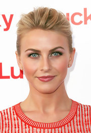 Julianne Hough kept her red carpet look effortless by opting for a loose, messy bun.