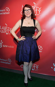 Kate Flannery showed off her sexy side with this black and navy frock.
