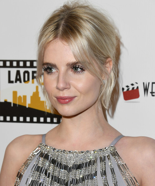 More Pics of Lucy Boynton Diamond Ring (1 of 6) - Lucy Boynton Lookbook - StyleBistro [hair,hairstyle,face,blond,eyebrow,chin,lip,shoulder,eyelash,bangs,lucy boynton,online film critics society award ceremony,los angeles,california,hollywood,taglyan cultural complex]