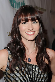 Chyler styled some loose waves into her long hair, while keeping her bangs sleek and straight.