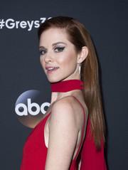 Sarah Drew opted for a loose straight hairstyle when she attended the 'Grey's Anatomy' 300th episode celebration.