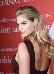 Kate Upton looked glamorous at the Annual Night of Stars with her wavy ends and pompadour top.