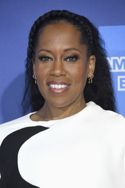 Regina King wore her hair down in tight curls with a crown braid at the 2019 Palm Springs International Film Festival Awards Gala.