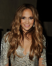 Jennifer Lopez wears thick false lashes to accentuate her eyes for her performance.