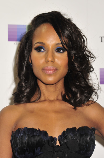 Kerry Washington swiped on some bright blue eyeshadow for a dazzling beauty look.