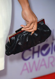 Regina King attended the People's Choice Awards carrying a classic black frame clutch.