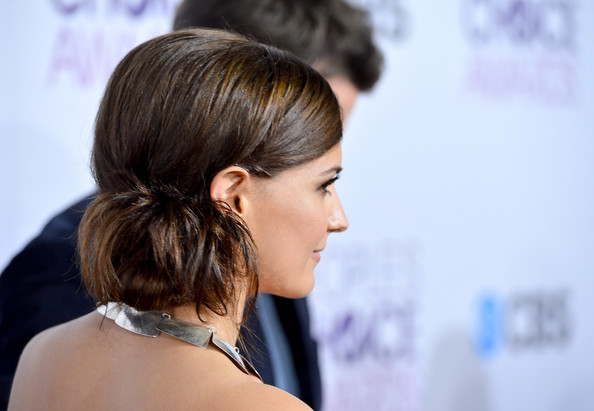 More Pics of Rachael Leigh Cook Loose Bun (2 of 19) - Rachael Leigh Cook Lookbook - StyleBistro