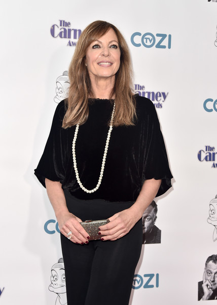Allison Janney accessorized with a metallic silver clutch and a statement necklace for some sparkle to her black outfit at the 2017 Carney Awards.