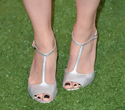 Jennifer Morrison kept her evening look classic and chic with a pair of silver T-strap sandals.