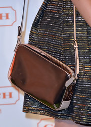Amy Smart topped off her sleek red carpet look with a metallic silver shoulder bag.