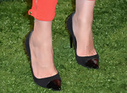 Jessica Capshaw chose a pair of black pumps with patent leather toes for her classic evening look at Coach's CDF benefit.