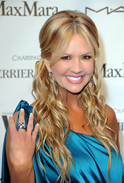 TV host Nancy O'Dell was all smiles as she showed off her cocktail ring and blonde highlighted mane. The extra low-lights really added dimension and layers.