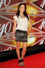 Bethenny added some sparkle to her red carpet look with this embellished mini skirt.