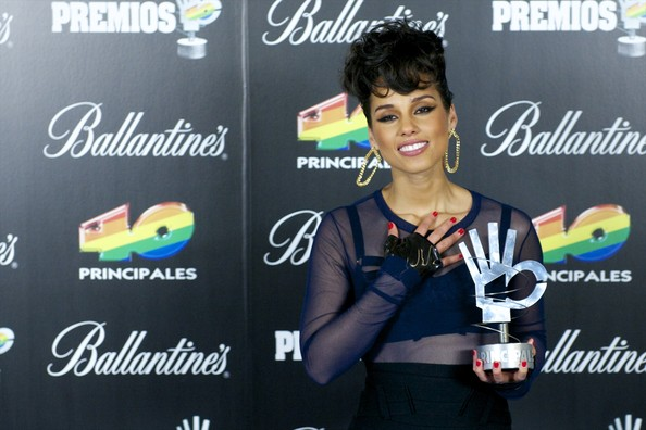 More Pics of Alicia Keys Pompadour (1 of 10) - Alicia Keys Lookbook - StyleBistro