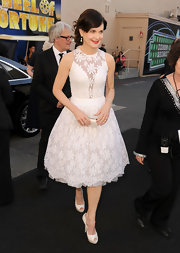 Elizabeth McGovern's white cocktail dress and platform peep-toes were a super lovely pairing.