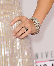 Hayden gave her shimmering number an extra shot of glitz with a decked-out diamond ring.