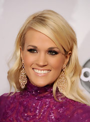 To keep her lipstick from clashing with her berry-hued gown, Carrie opted for a pearly pink color. Gorgeous, no?