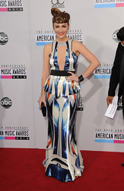 The print, the peplum, the whoa-there cutout—everything about Amy's elegant AMA gown was maaay-jor.