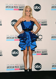 Carrie Underwood exuded avant-garde elegance in an ultra-ruffled belted strapless dress at the 2012 AMAs.