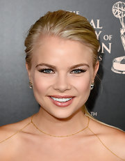 Kelli showed that even a low ponytail can be red carpet chic.