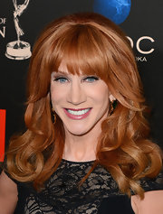 Kathy's cascading red waves looked super glamorous on the red carpet.