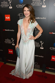 Elizabeth Hendrickson opted for a light and airy look with this flowing print dress that featured a deep plunging neck.