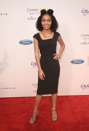 Yara Shahidi opted for a simple square-neck LBD by Brooks Brothers when she attended the Gracie Awards.
