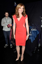 Allison Janney sported a more demure version of the cutout trend with this red lace-accented dress at the People's Choice Awards.
