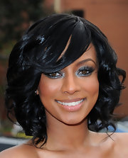 Keri looked smokin' hot in her ruffled black dress she topped it off with flawless makeup and a curled side-swept bob.