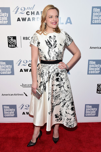 For a bit of glitter, Elisabeth Moss accessorized with a metallic silver clutch by Judith Leiber.