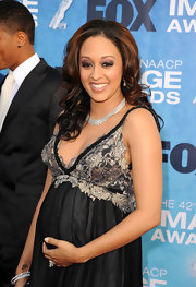Tia Mowry glowed on the red carpet at the NAACP Awards. Her brunette locks were highlighted with chunky chestnut hues.