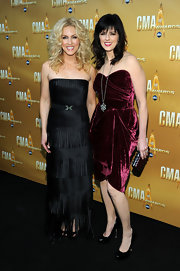 Karen Fairchild looked oh-so-sweet in a burgundy velvet strapless dress at the CMA Awards.