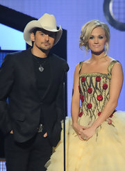 Singer Carrie Underwood hosted the 44th Annual CMA Awards wearing 18-karat gold and diamond Tiara hoops.