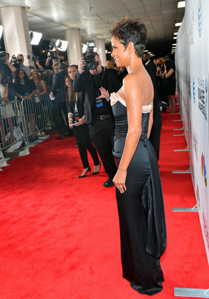 More Pics of Halle Berry Spiked Hair (1 of 39) - Halle Berry Lookbook - StyleBistro