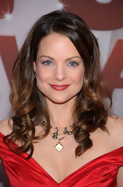 Kimberly Williams-Paisley wore her hair in pretty curls with side-swept bangs at the 45th Annual CMA Awards.