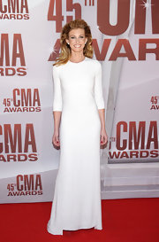 The forever elegant Faith Hill looked like the country royalty she is at the CMA Awards in a sleek white number. The minimalist gown was from Chado Ralph Rucci's Spring 2011 collection. Faith wore her hair in a voluminous updo and painted her nails red for a pop of color.