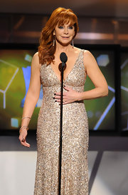 Reba hosted the 2011 ACM Awards wearing this dazzling floating diamond ring.