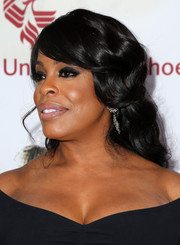 Niecy Nash wore a very pretty half-up hairstyle at the NAACP Image Awards.