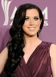 Shawna Thompson channeled Scarlett O'Hara with this luscious side sweep at the Academy of Country Music Awards.