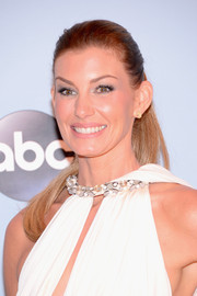 Faith Hill styled her hair in a sleek ponytail for the CMA Awards.