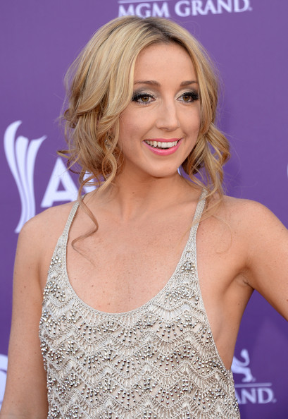 More Pics of Ashley Monroe Pink Lipstick (1 of 6) - Ashley Monroe Lookbook - StyleBistro