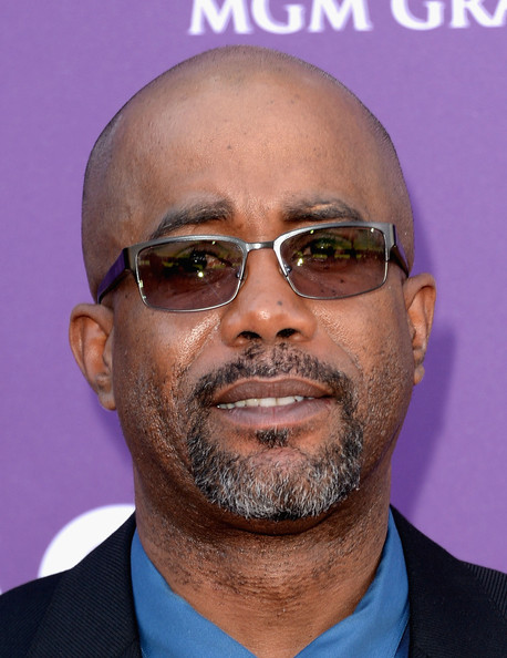 Darius Rucker sported some cool square shades at the 2013 ACMs for a sleek contemporary look.