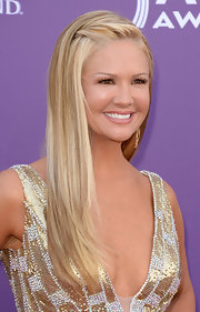 Nancy O'Dell chose a totally sleek and straight style to flaunt her stunning blonde locks.