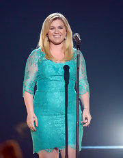 Kelly Clarkson chose a teal lace dress for her on-stage look at the ACMs.