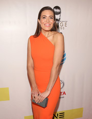 Mandy Moore sported a modern-minimalist gray box clutch and orange one-shoulder dress combo at the NAACP Image Awards.