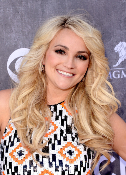 Jamie Lynn Spears attended the ACM Awards wearing her hair in thick spiral curls.