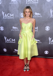 Keltie Knight added a modern touch with a pair of two-tone strappy pumps.
