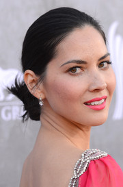 Olivia Munn matched her dress with lipstick in the exact same hue.